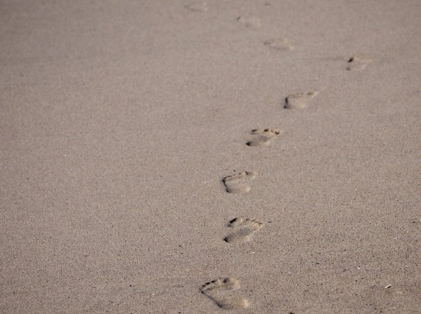 footprints-in-the-sand-1516759639qWU